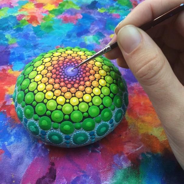 piedras-mandalas-pintados-elspeth-mclean (2)