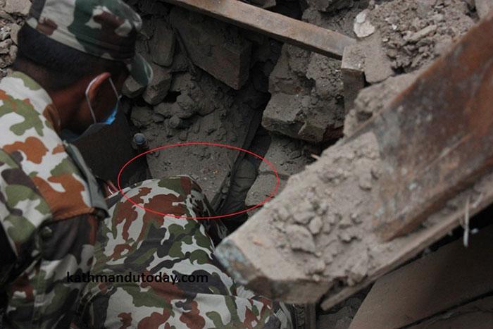 bebe-4-meses-rescatado-terremoto-nepal (2)