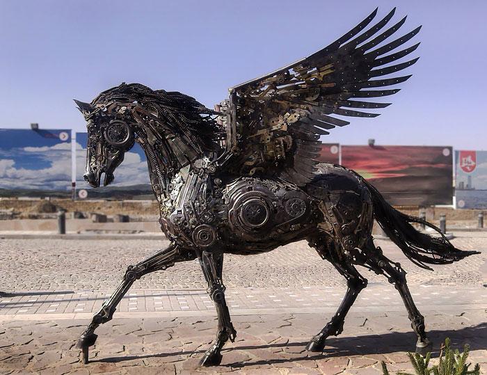 Esculturas steampunk de animales hechas con chatarra metálica, por Hasan Novrozi