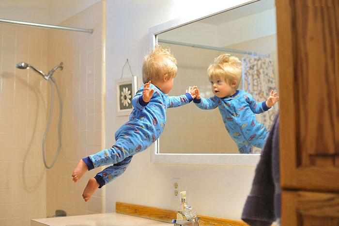 Este padre fotógrafo hace volar a su hijo con síndrome de Down en unas fotos adorables