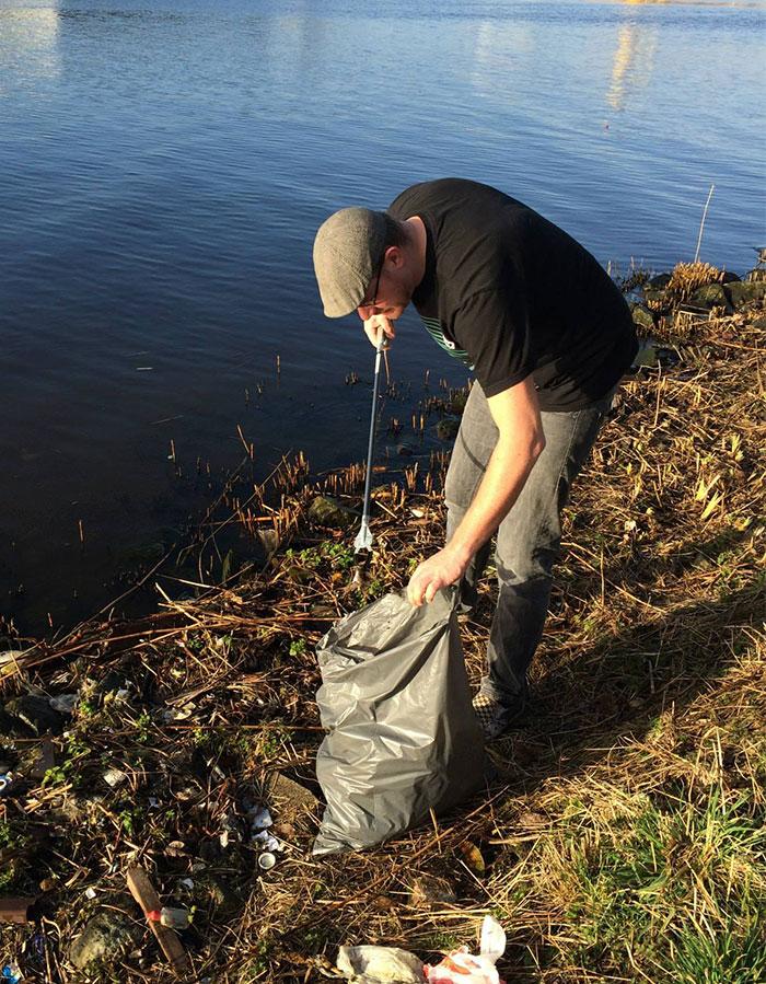 A este holandés le molestaba toda la basura que veía camino al trabajo, así que esto es lo que hizo: