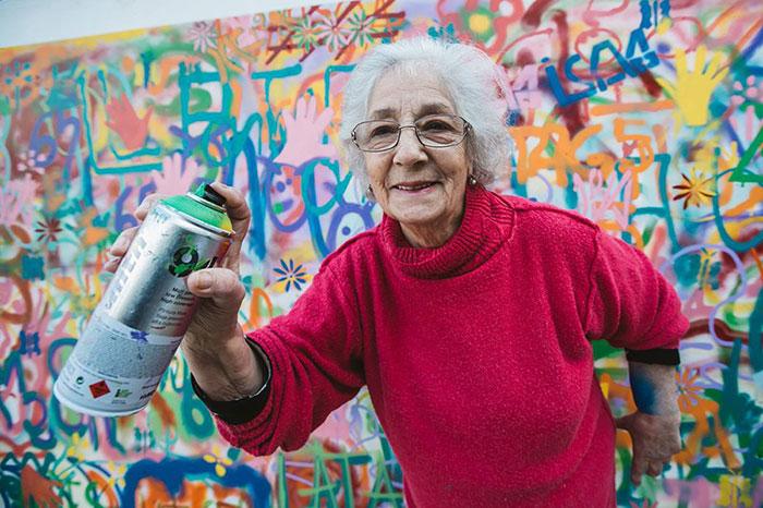 Estos ancianos artistas callejeros destruyen los estereotipos de la edad en Portugal