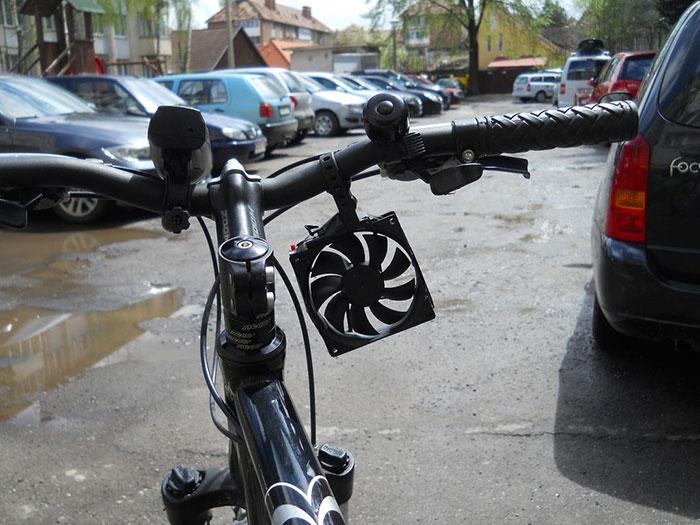 cargador-movil-eolico-casero-bici-thomas (2)