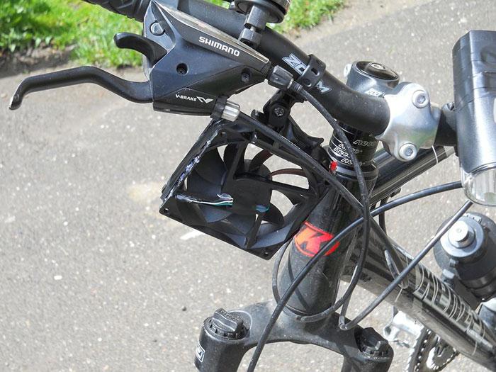 cargador-movil-eolico-casero-bici-thomas (8)