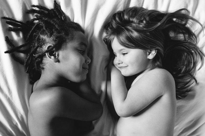 Apenas distintas: Documentando el vínculo entre mi hija adoptiva y mi hija biológica