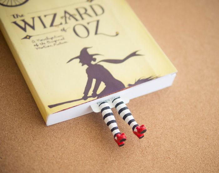 Estos adorables marcapáginas hacen que le salgan piernecitas a tu libro