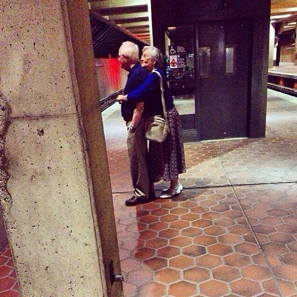 parejas-ancianas-divirtiendose (15)