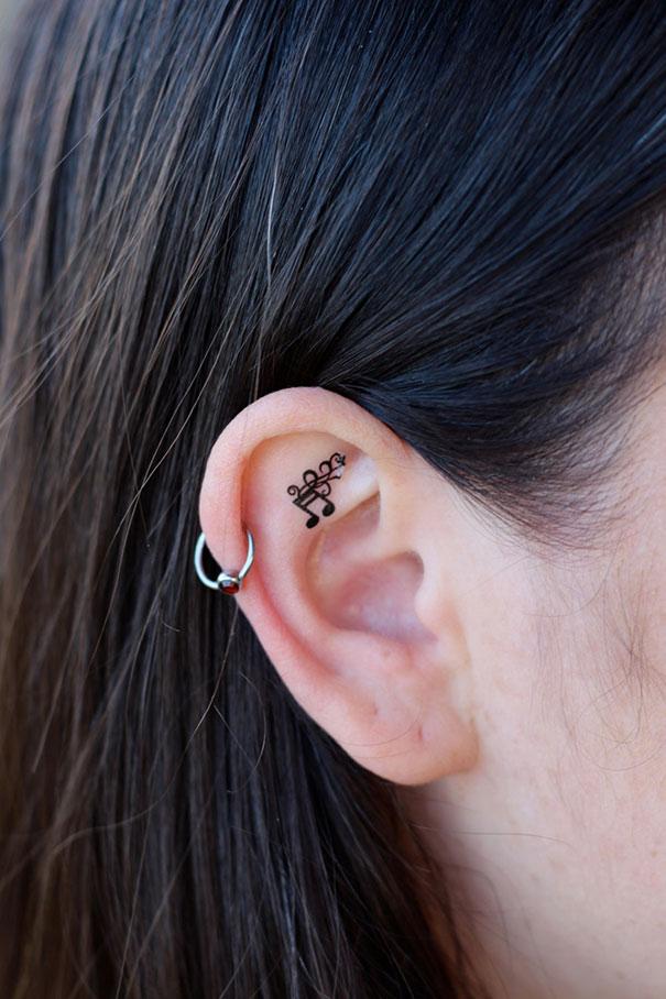 20 Tatuajes Creativos En Las Orejas Que Darían Hambre A Mike Tyson