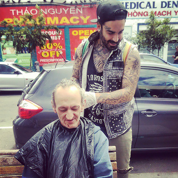cortes-pelo-gratis-indigentes-drogadiccion-barbero-nasir-sobhani (12)