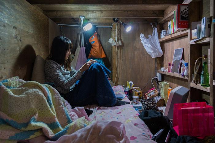 Asombrosas fotos de gente viviendo en habitaciones increíblemente pequeñas en Japón