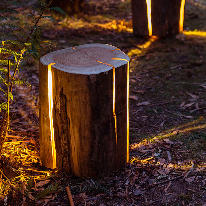 Este artista legalmente ciego crea lámparas con troncos agrietados rebosantes de luz