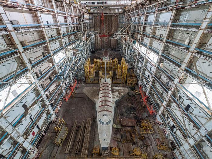 Este explorador urbano encontró los tristes restos de las lanzaderas del programa espacial soviético