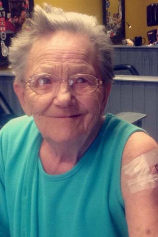 anciana-escapa-residencia-primer-tatuaje (2)