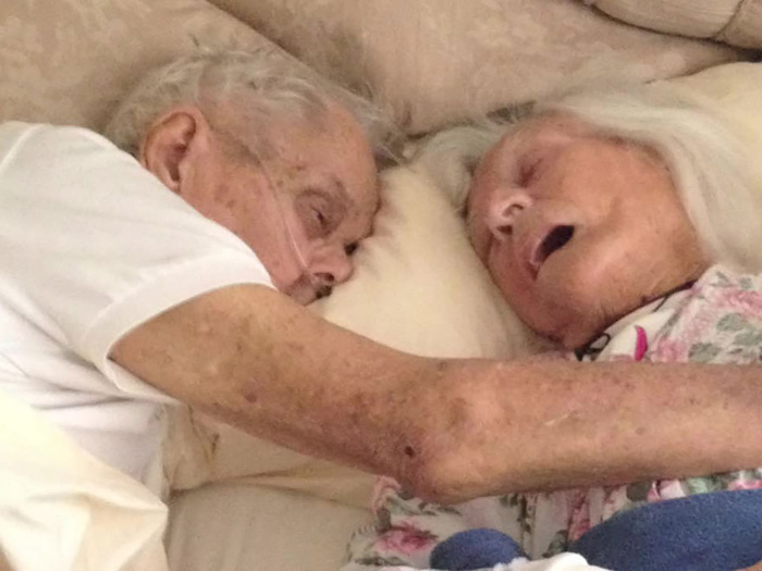 Tras 75 años casados, esta anciana pareja murió abrazada con horas de diferencia