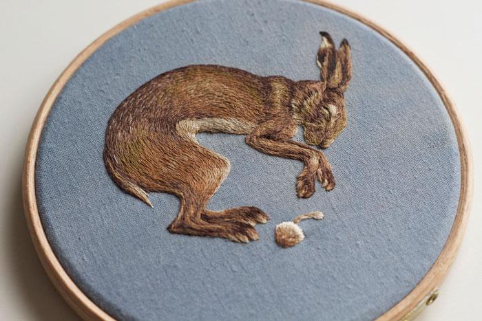 Pequeños animales bordados inspirados en la Muerte, de Chloe Giordano