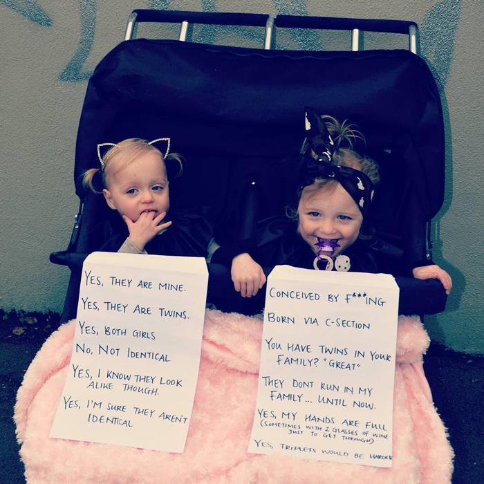 Esta madre les pone un cartel con preguntas frecuentes a sus gemelas tras hartarse de los desconocidos curiosos