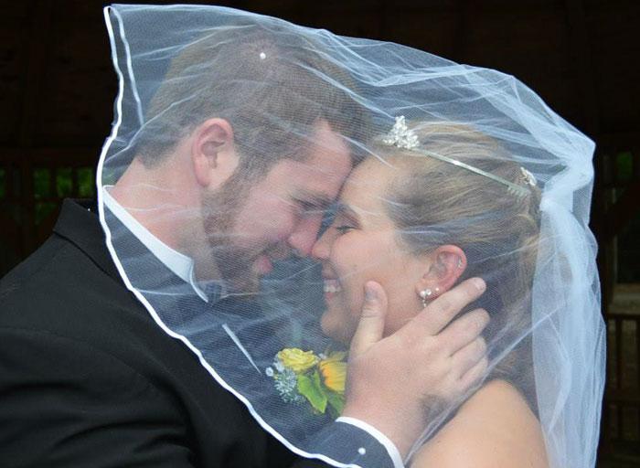 Este marido planea una 2ª boda para su mujer que perdió la memoria en un accidente de coche