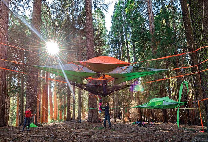 Nuevos modelos de tiendas de campaña suspendidas para dormir entre los árboles