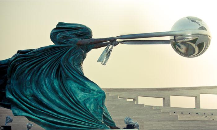 Esta increíble escultura de la Madre Naturaleza fue inspirada por el desastre de Tailandia