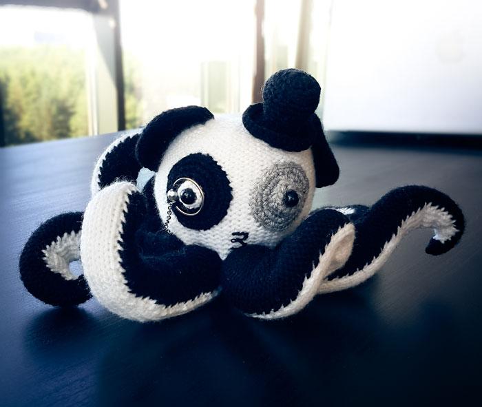 Acaba de llegar a nuestra oficina ¡un panda-pulpo!