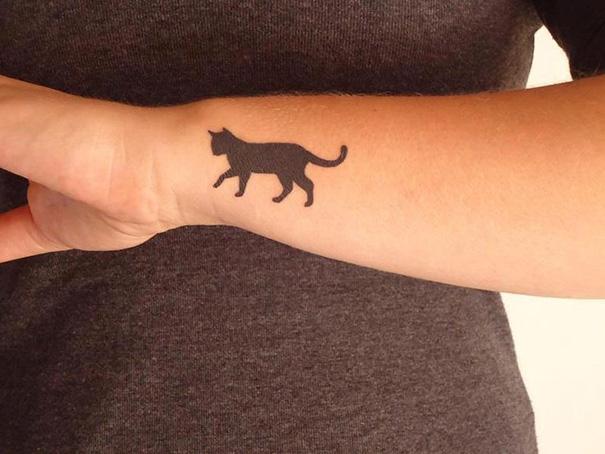 20 Tatuajes minimalistas de gatos para los amantes de los felinos