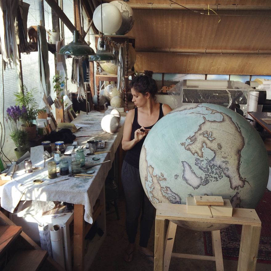 ultimo-fabricante-globos-terraqueos-artesanos-bellerby-globemakers (1)