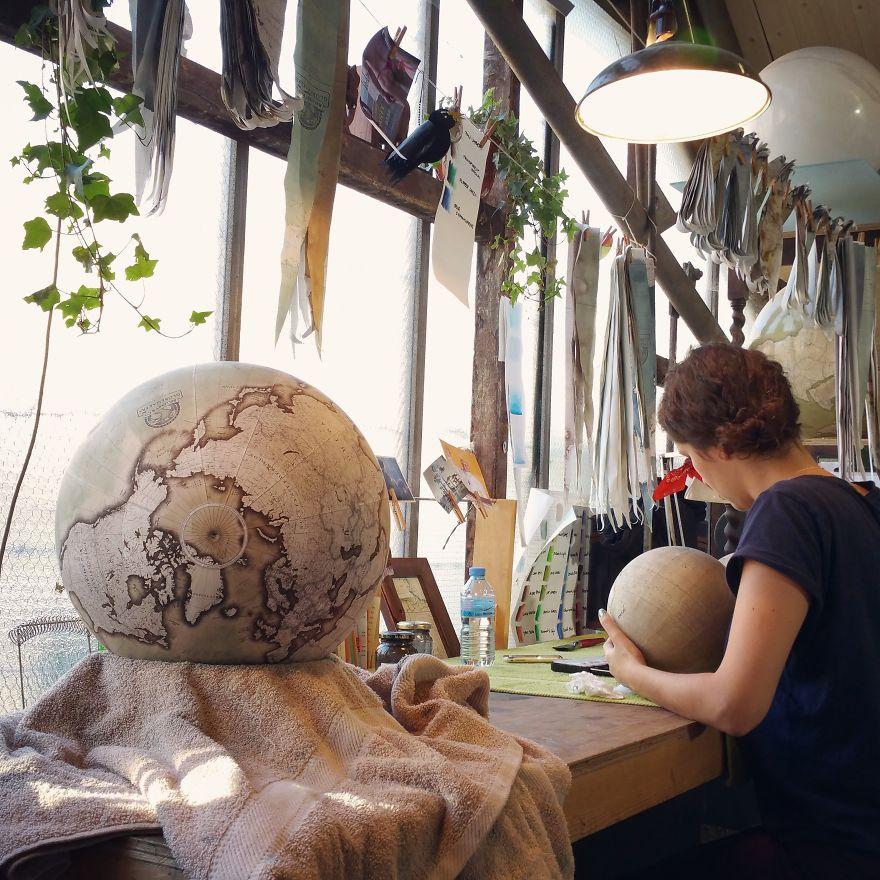 ultimo-fabricante-globos-terraqueos-artesanos-bellerby-globemakers (13)