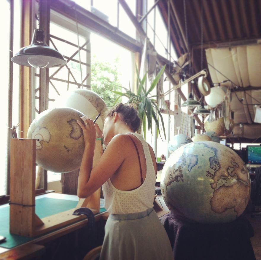 ultimo-fabricante-globos-terraqueos-artesanos-bellerby-globemakers (15)