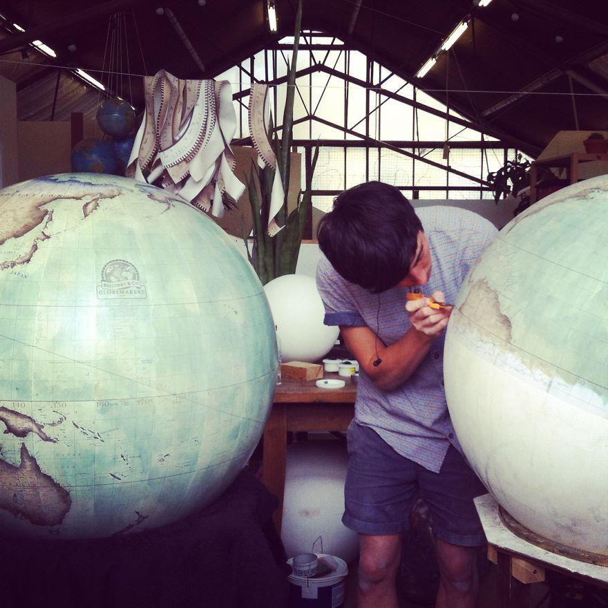 ultimo-fabricante-globos-terraqueos-artesanos-bellerby-globemakers (18)