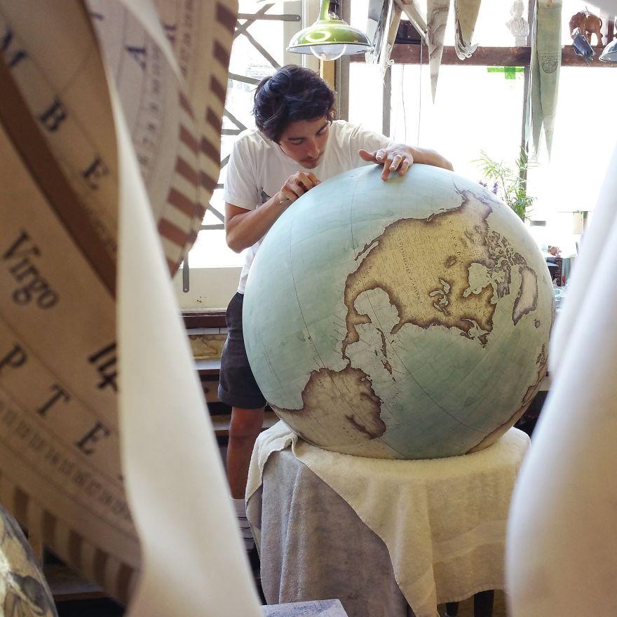 ultimo-fabricante-globos-terraqueos-artesanos-bellerby-globemakers (2)