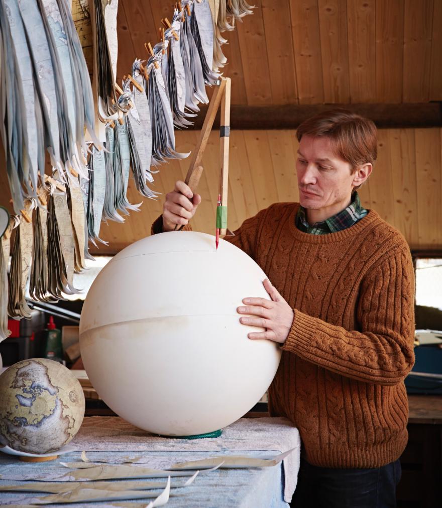ultimo-fabricante-globos-terraqueos-artesanos-bellerby-globemakers (3)