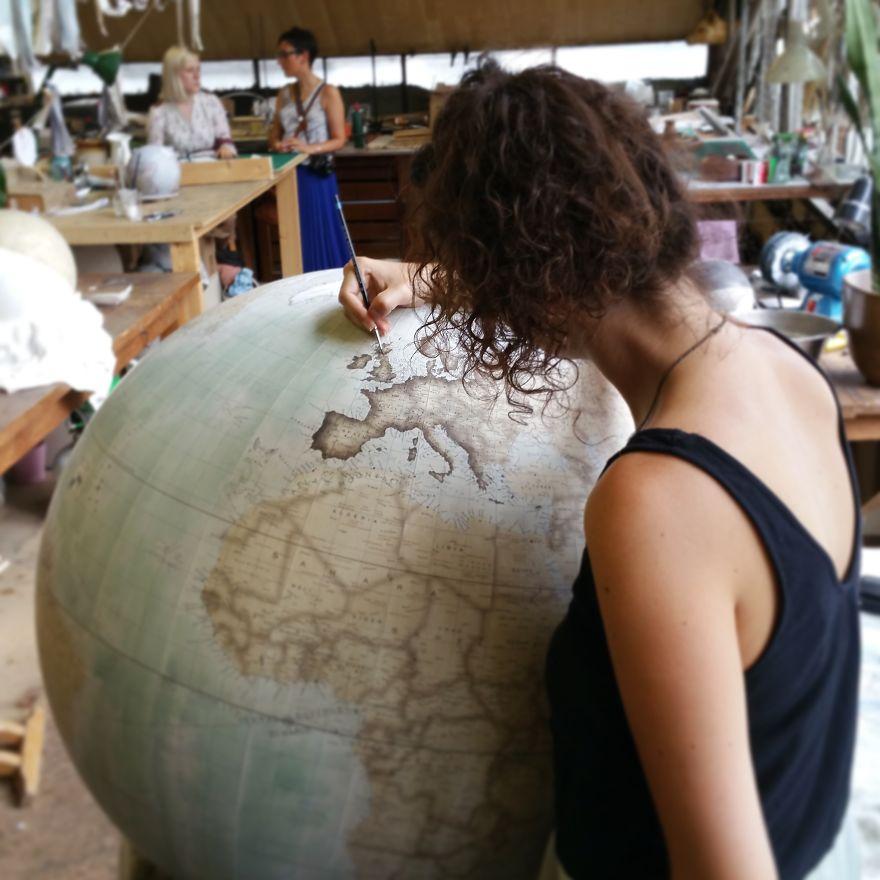 ultimo-fabricante-globos-terraqueos-artesanos-bellerby-globemakers (5)