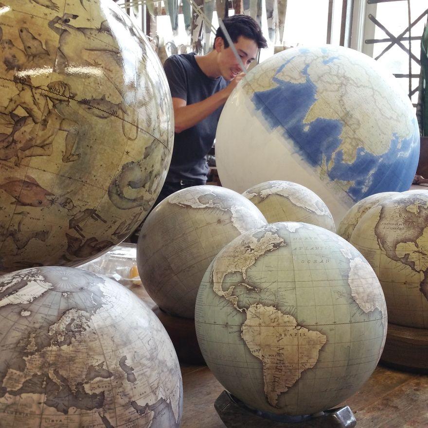 ultimo-fabricante-globos-terraqueos-artesanos-bellerby-globemakers (6)