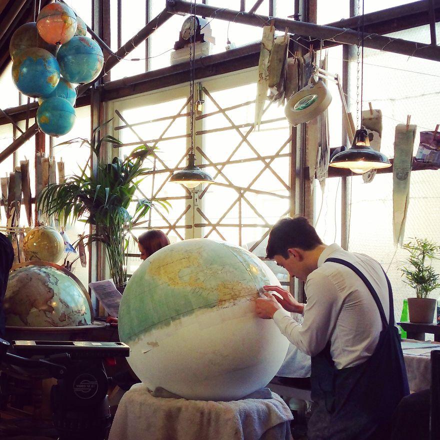 ultimo-fabricante-globos-terraqueos-artesanos-bellerby-globemakers (9)