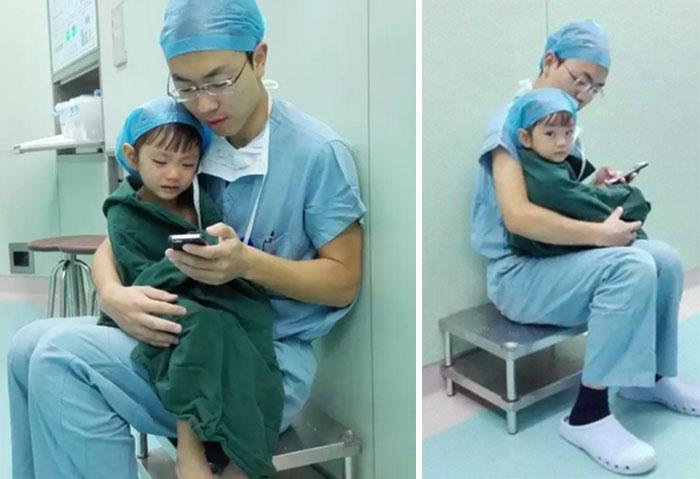 Este cirujano tranquilizó a una niña de 2 años que lloraba antes de operarse del corazón