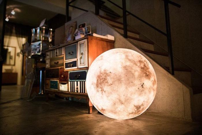 Esta lámpara lunar lleva la luz de la Luna a tu habitación