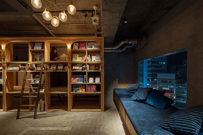 Este hotel – librería de Tokyo tiene 1700 libros y sitio para dormir junto a ellos