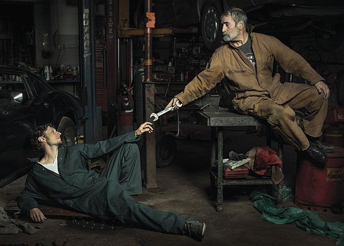 Mecánicos de autos recrean pinturas renacentistas con muchísima gracia