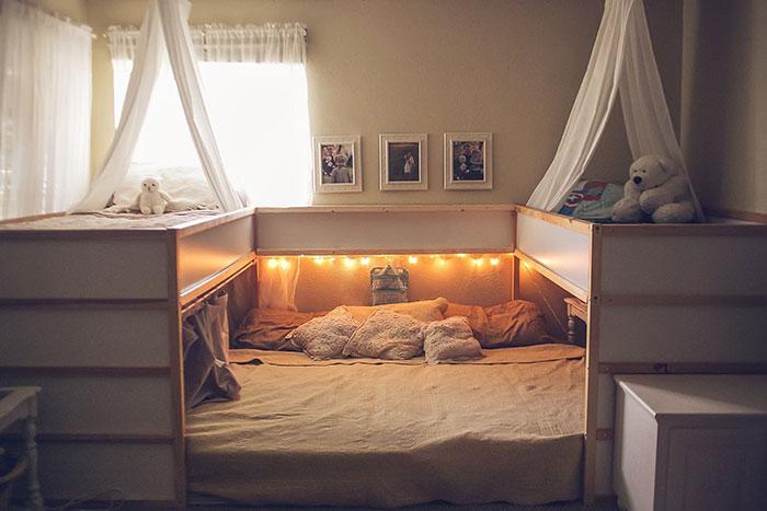 Esta madre ha trucado las camas de Ikea, creando una supercama donde caben los 7 miembros de su familia