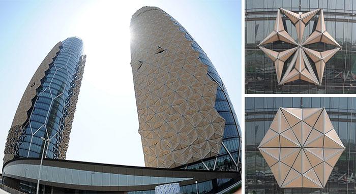 Estas torres tienen toldos que cambian de forma y reaccionan a la luz solar