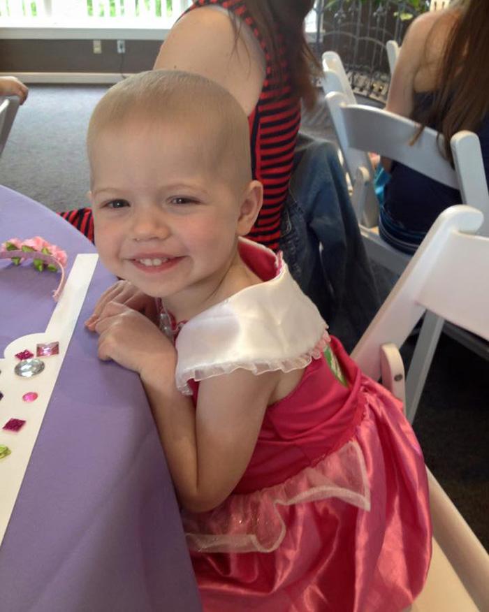 pelucas-princesas-disney-ninos-cancer-magic-yarn-holly-christensen (6)