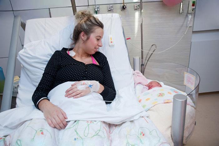 Esta nueva cama de maternidad revoluciona los hospitales para las madres