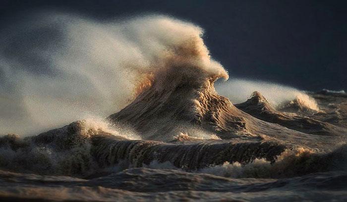 Montañas líquidas: Fotografié el lago Erie el día que mostró su verdadero poder
