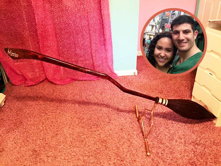 Este novio hizo a mano una Nimbus 2000 para regalar a su novia en Navidad