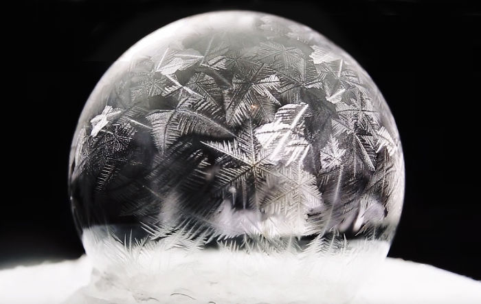 Burbujas de jabón congelándose a -15º en Varsovia, Polonia