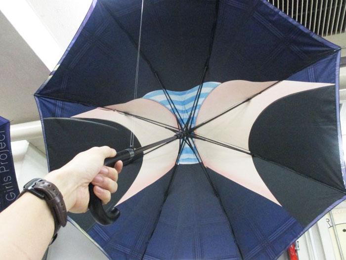 4e37d6245 La última moda en Japón son estos paraguas imitando lo que hay bajo ...