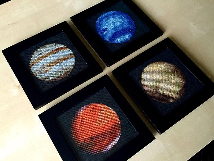 ¡Estoy bordando el Sistema Solar en punto de cruz!