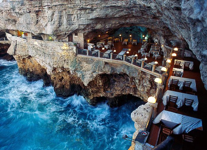 En este restaurante construido dentro de una cueva italiana puedes cenar con vistas asombrosas