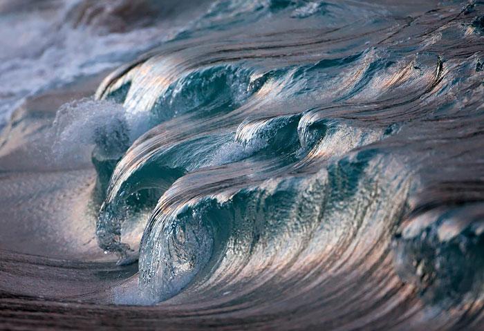 20 Majestuosas fotos de olas que captan su belleza al romper