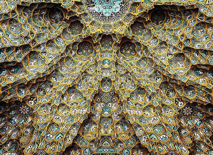 La hipnótica belleza de los techos de las mezquitas iraníes